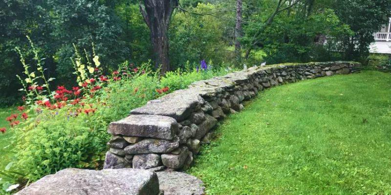 Beautiful backyard stonewall